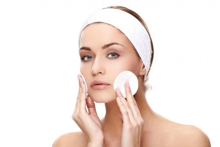 Очищаем кожу как можно чаще: скрабы, пенки, муссы и гели
