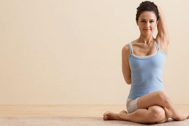 2. Гомукхасана Источник: yogajournal.ru