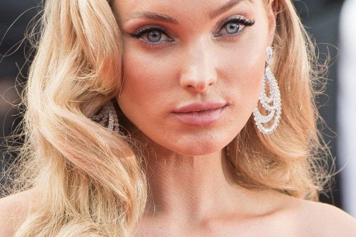 Насыщенный розовый на губах и в уголках глаз Источник: modagid.ru