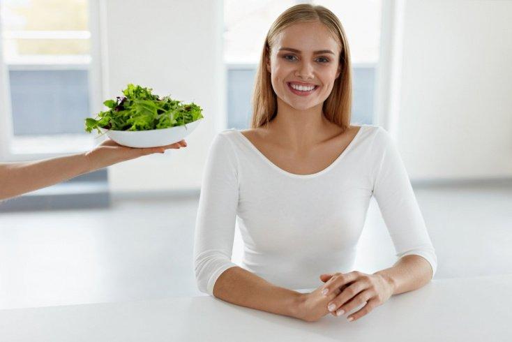 13. Придерживайтесь здоровой диеты, но не лишайте себя полезных веществ