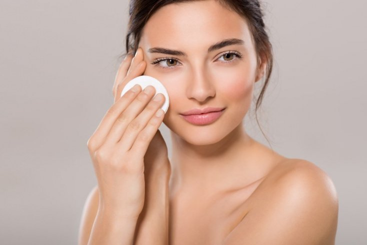С чего начинается макияж