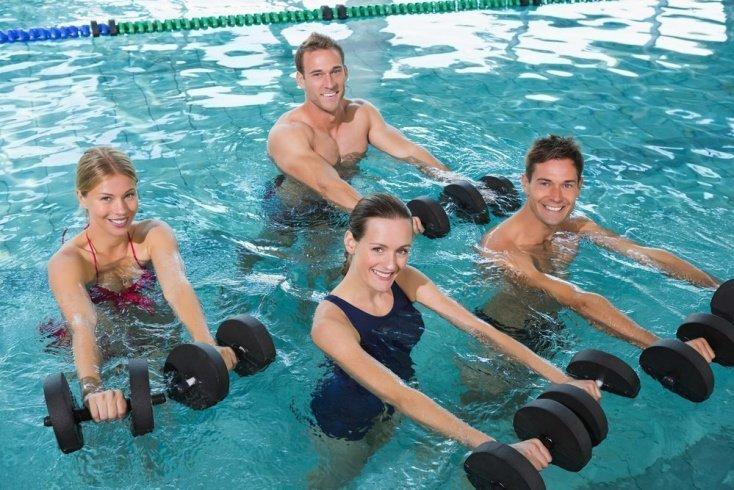 Тренировки для похудения: упражнения в бассейне