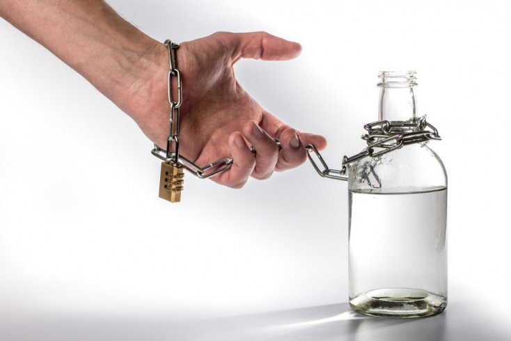 Что такое алкоголизм и почему он возникает?