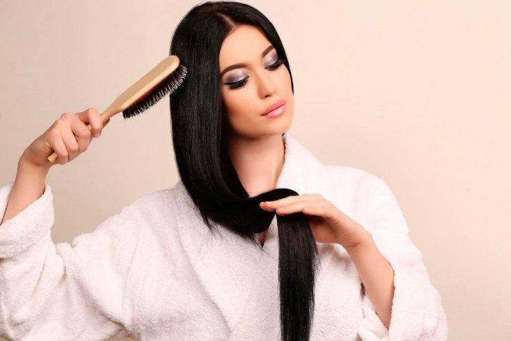 5. Интенсивно расчесывать волосы, использовать грубые расчески