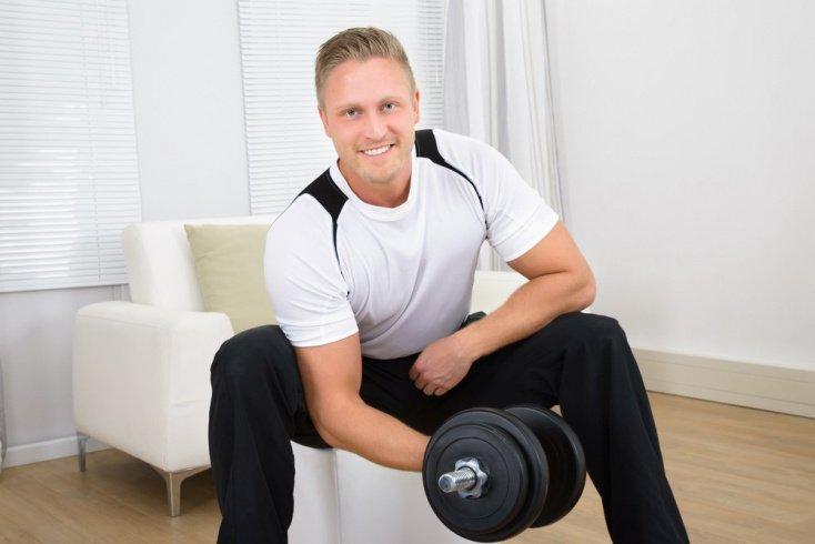 Гантели: фитнес для бицепса