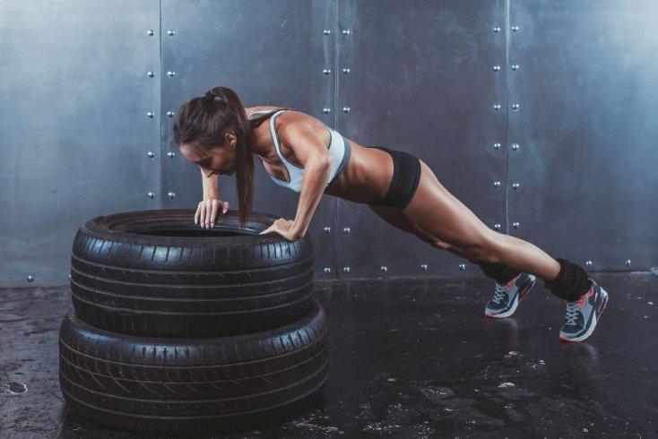 Кроссфит для женщин: преимущества этого вида фитнеса