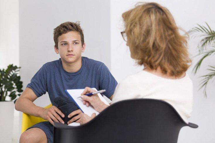 Когда подростку нужна помощь психолога?