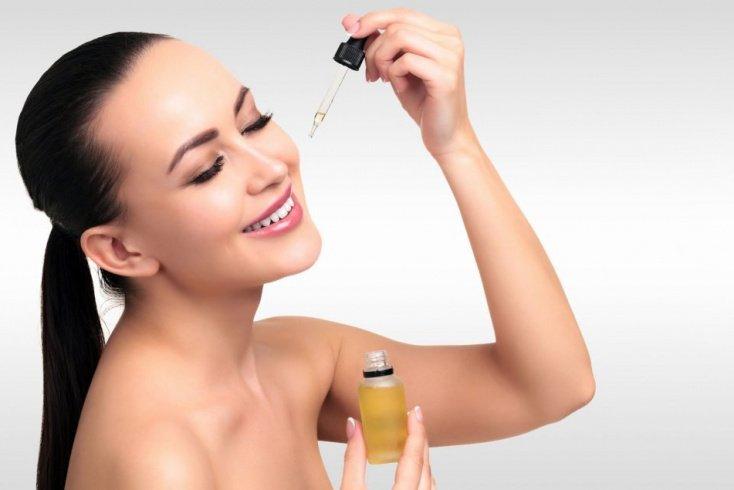 Два способа нанесения сывороток на кожу лица