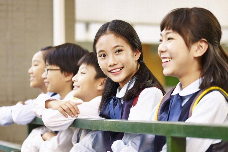 Японские и корейские школьники: школа — самое романтичное место