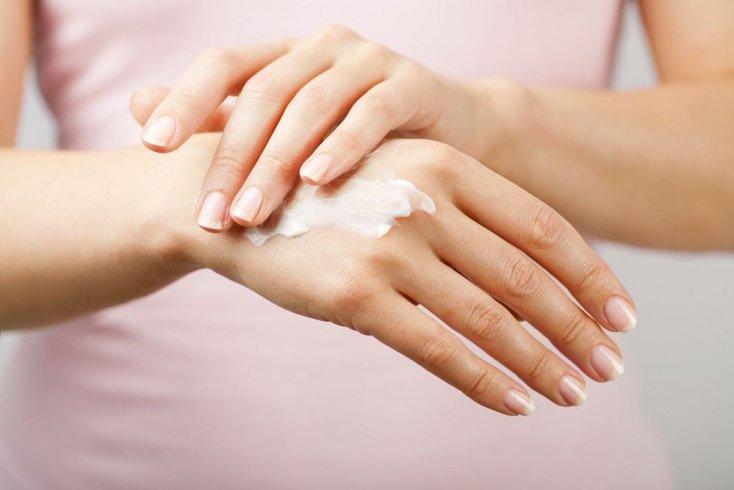 Уход за кожей лица и рук — прежде всего