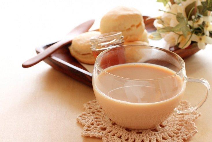 Чай с молоком и имбирем