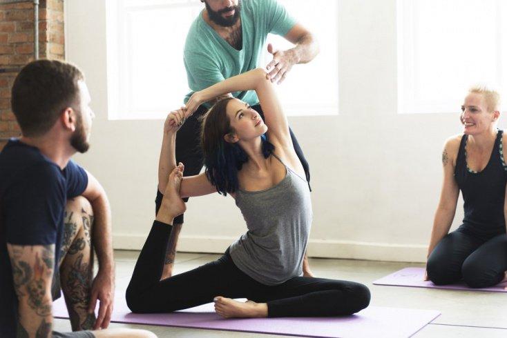 Йога для начинающих: избавьтесь от стеснения перед окружающими