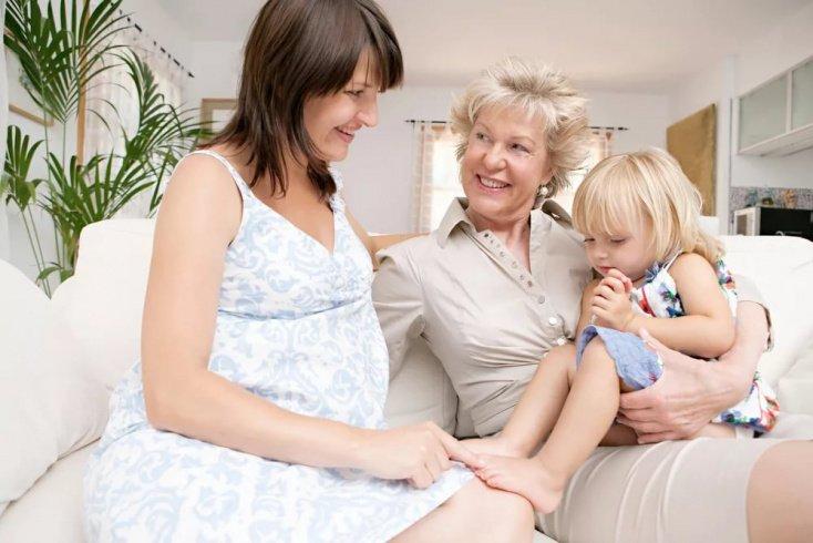 Мать и бабушка: кто главнее