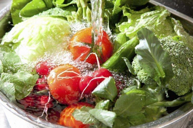 Поможет ли вода убрать пестициды с плодов?