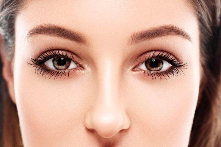 Глаза — нежные оттенки матовых теней