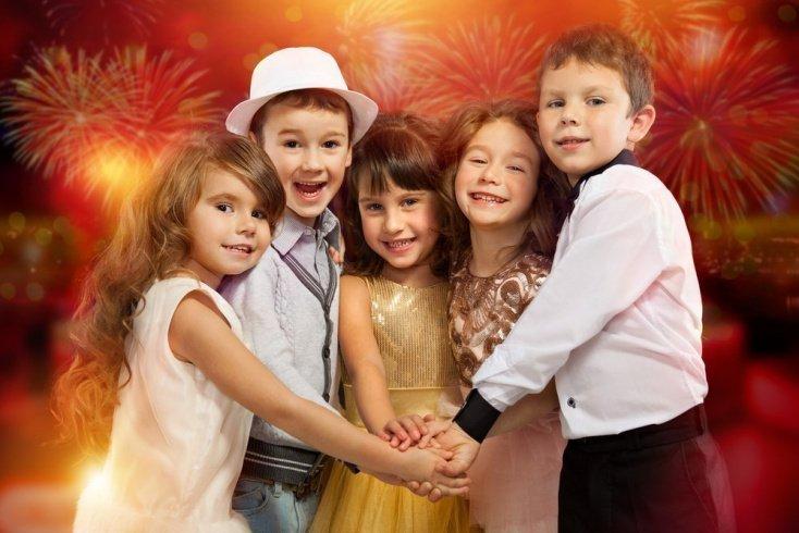 Особенности детской одежды для праздников