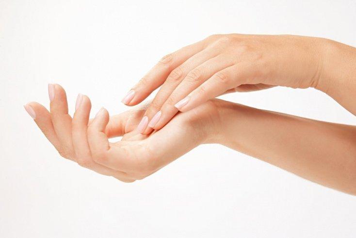 Секреты красоты: правила нанесения масок для рук