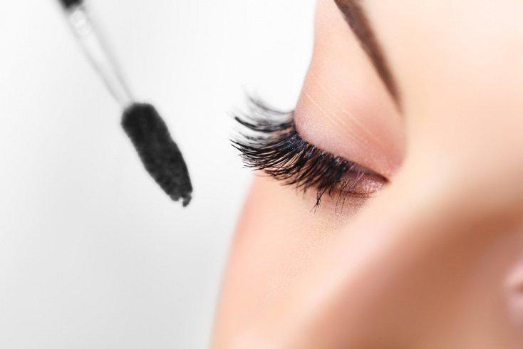 Конусообразная кисточка для «кошачьего» макияжа глаз