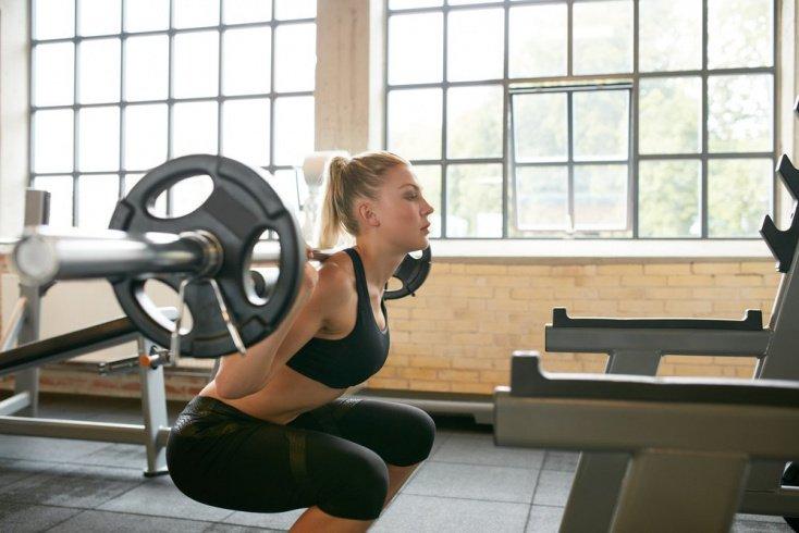 Основные элементы занятий фитнесом с упором на бедра