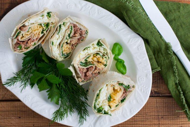 Оригинальный салат с печенью трески