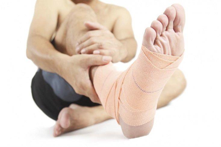 Ушибы и растяжения: первая помощь при травмах