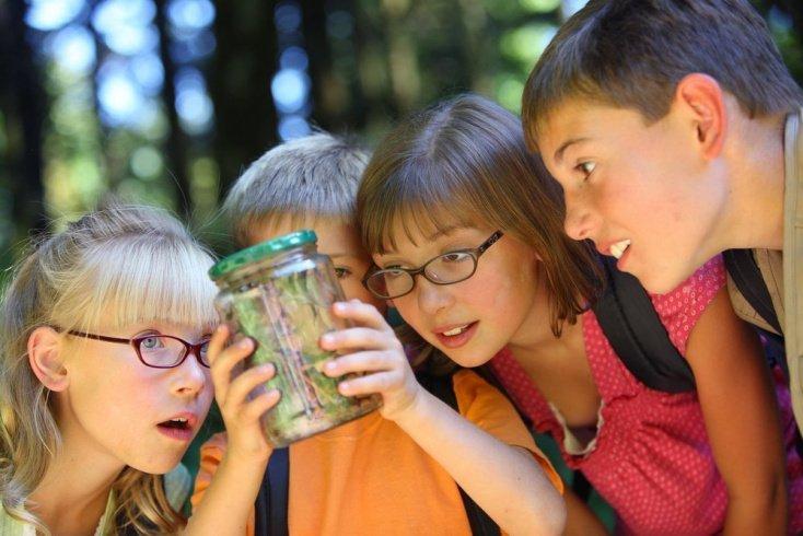 Как родителям помочь ребенку освоиться в лагере?