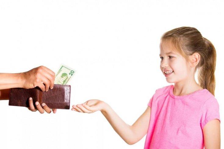 Ребенок поощряется деньгами