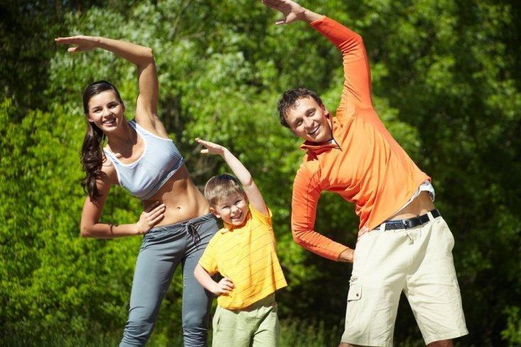 Делаем зарядку вместе с родителями