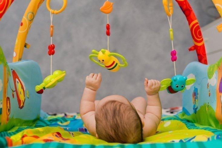 Игрушки и другие средства для развития ребенка первых 3 месяцев