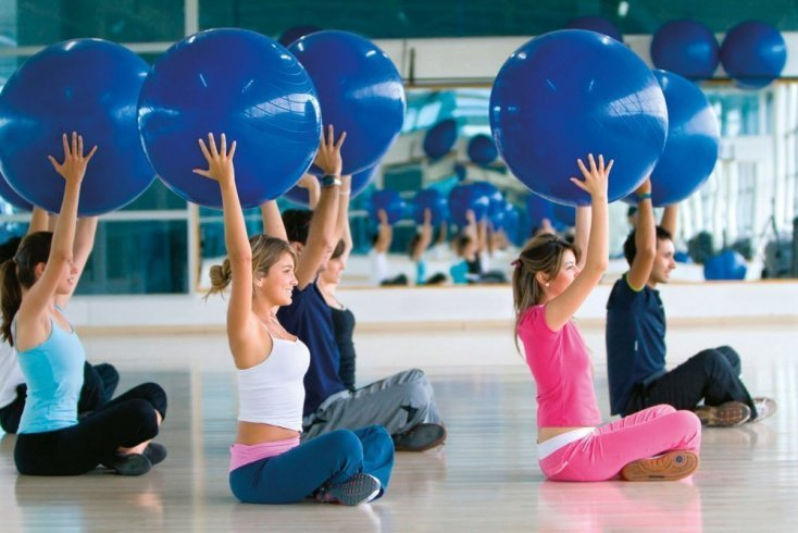 Фитнес для похудения: упражнения с гимнастическим мячом