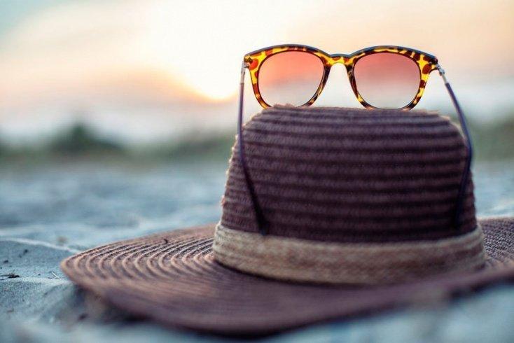 6. Используйте шляпы и солнцезащитные очки