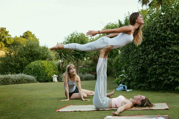 Польза выполнения физических упражнений акройоги