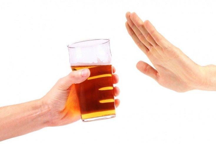 «При первых признаках отравления нужно выпить спиртное»