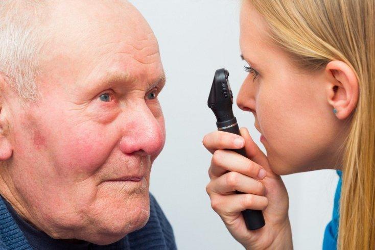 Катаракта у пожилых: симптомы болезни