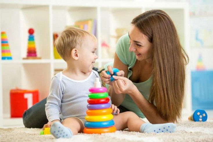 Развитие ребенка: игрушки для детей от шести месяцев до года