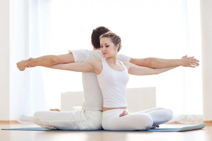 Йога с элементами акробатики