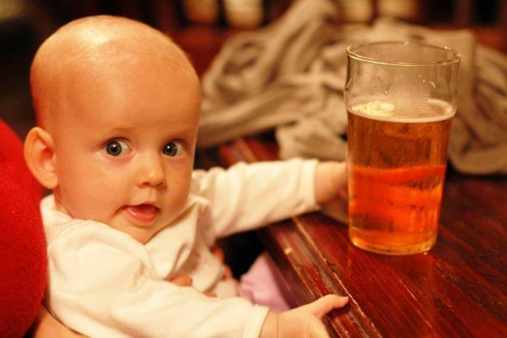 Совет шестой: продлить ночной сон и успокоить кроху поможет алкоголь