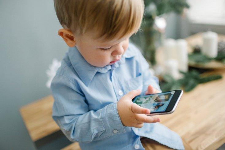 Как телефон влияет на физическое развитие ребенка?