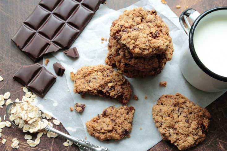 Овсяное печенье с шоколадом и изюмом