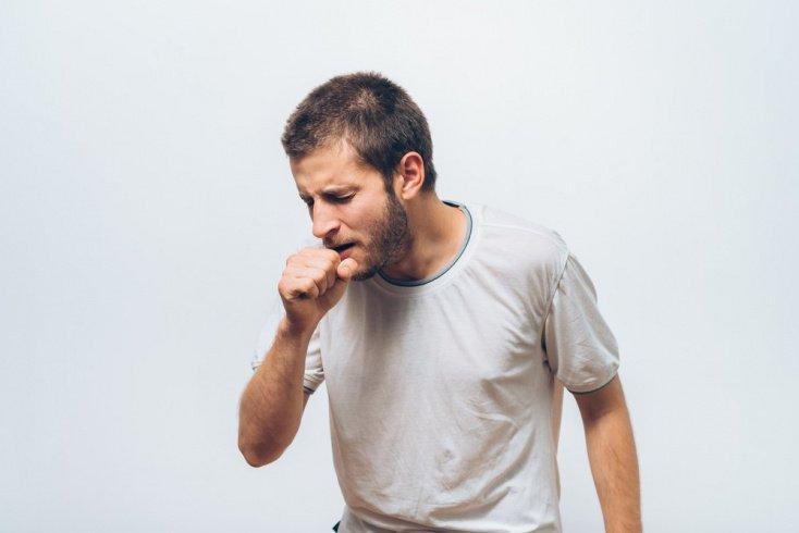Симптомы действия черной плесени: кашель, зуд, насморк