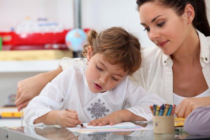 Какова роль няни в развитии детей дошкольного возраста и школьников?