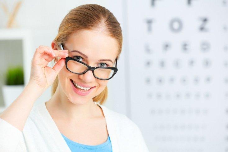 Почему снижается острота зрения? Показания к операции