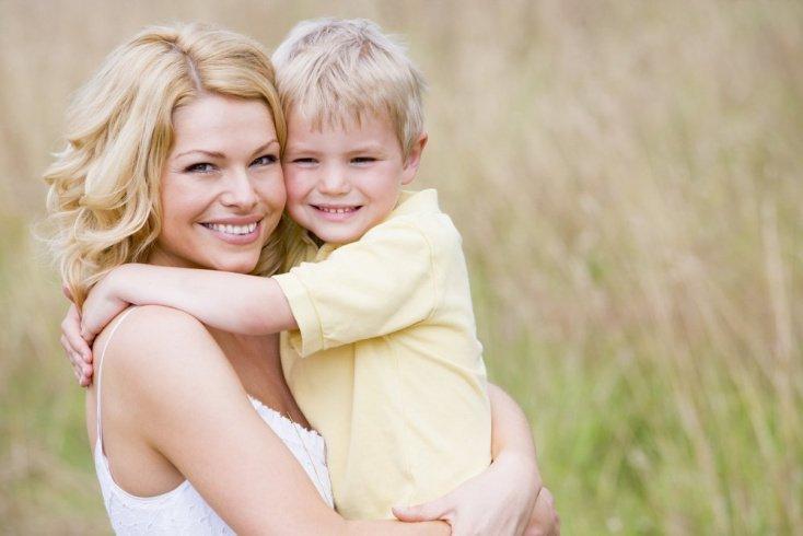 Мать и сын, наиболее частые ошибки в воспитании и развитии ребенка