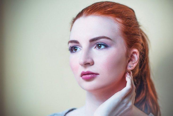 Процедуру окрашивания проводите безаммиачной краской для волос