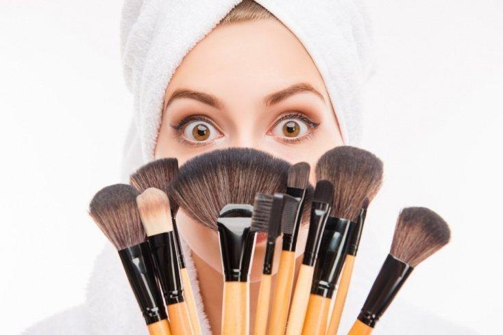 Ошибка 5: Не уделяете внимание кистям для макияжа