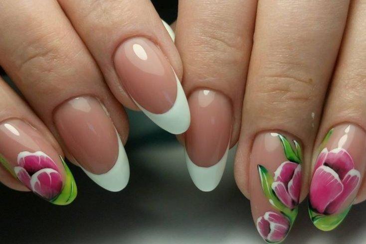 Цветы на ногтях в акварельной технике Источник: info-design-nail.ru