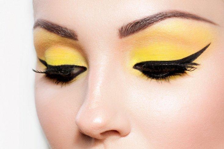 Желтая палитра в макияже