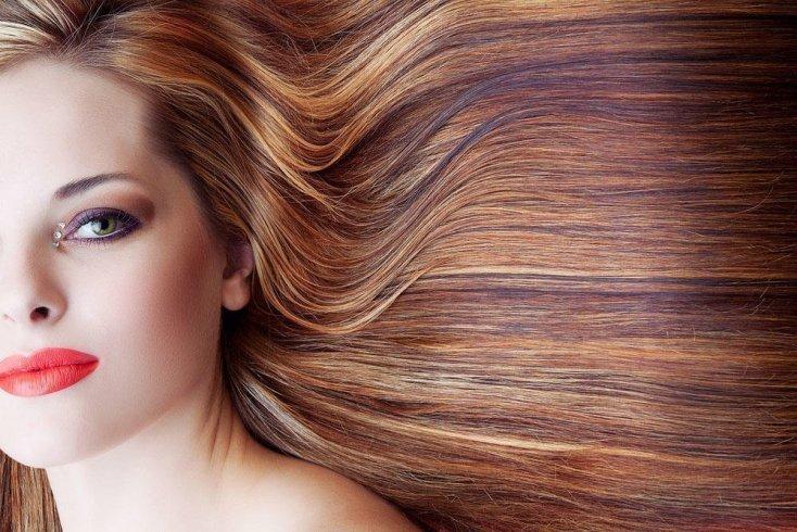 Наносить краску сразу на все волосы
