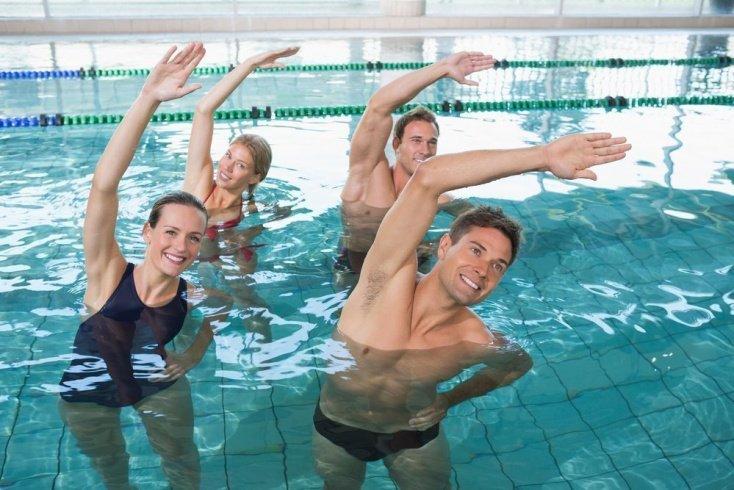 Спортивный инвентарь для занятий фитнесом в бассейне
