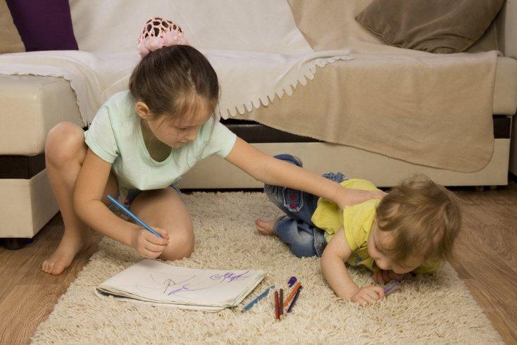 Агрессивные привычки поведения: старший обижает младшего